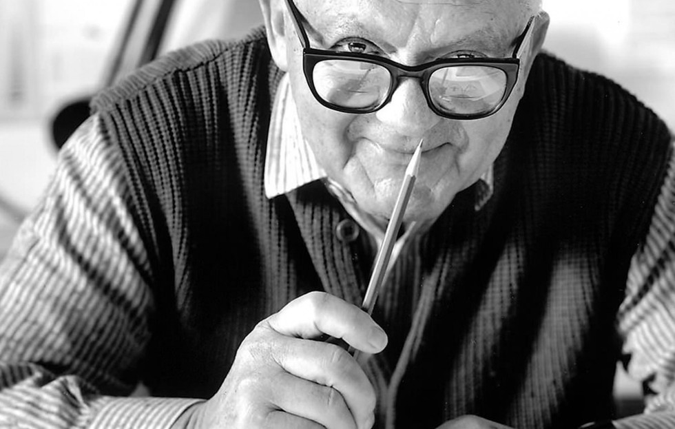 Paul Rand holding up a pencil.